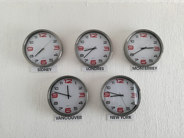 A recruiter should be unaware of time zone differences when set up interview